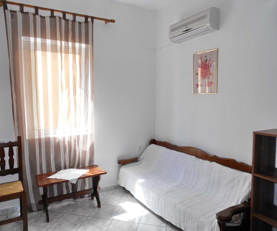 Nice Cheap 1 Bedroom Apartments: NEAR SEA, LOWER GROUND FLOOR 1-BEDROOM APARTMENT