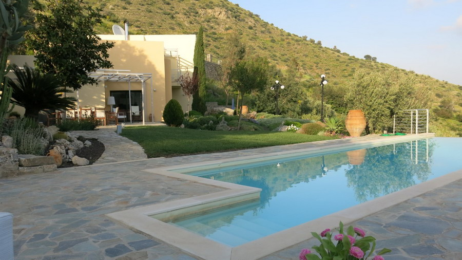 Luxurious 3 Bedroom Villa With Infinity Pool And Fabulous